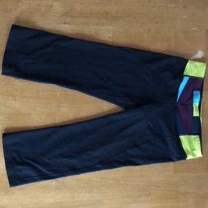 Lulu lemon size 8 cropped pants